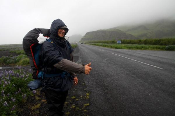 Le stop sous la pluie